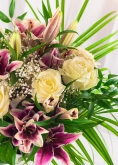 Vikiflowers flower delivery london