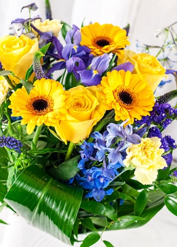Vikiflowers flowers online Blue and Gold Bouquet