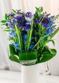 Vikiflowers flower delivery london Blue Sky