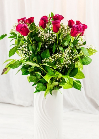 Vikiflowers cheap flowers delivered Cerise Roses Bouquet