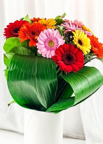 Vikiflowers flowers delivered uk Gerberas Bright Bouquet