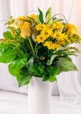 Vikiflowers flowers delivery uk Lemon Lips Bouquet