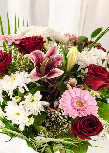Vikiflowers flowers delivered uk Pink Blush Bouquet