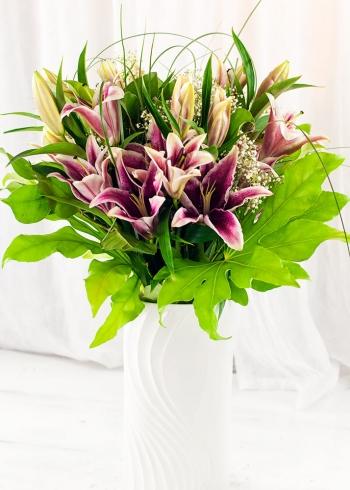Vikiflowers flower deliveries Pink Lilies Bouquet