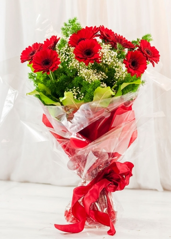 Vikiflowers online flower delivery Red Gerberas Bouquet