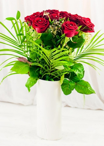 Vikiflowers flowers online uk Romantic Bouquet