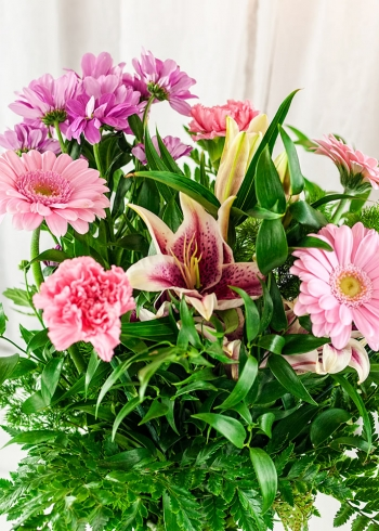Vikiflowers online flower delivery Sweet Princess Bouquet