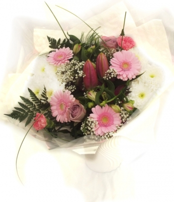 Vikiflowers flowers delivered uk Simple Beauty Bouquet