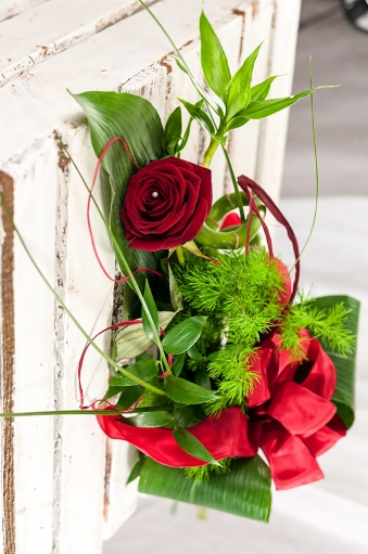 Vikiflowers flower delivery london Single Rose
