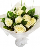 Vikiflowers flowers by post White Roses Bouquet