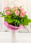 Vikiflowers flower delivery london 12 Pink Roses