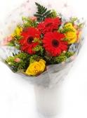 Vikiflowers flowers delivered uk Golden Heart Bouquet