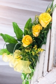 Vikiflowers online flower delivery Three Roses Bouquet